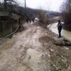 Alunecari de teren, inundatii si persoane evacuate din calea naturii