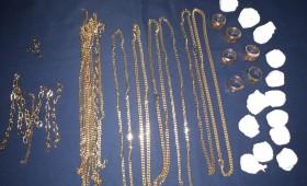 Vânzător de bijuterii contrafăcute prins de jandarmi