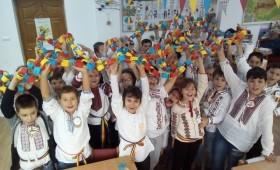 """""""Prietenii cântăreți"""" au sărbătorit Centenarul – baloane tricolore înălțate spre cer"""