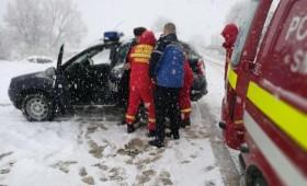 Persoane salvate din zăpadă de jandarmi
