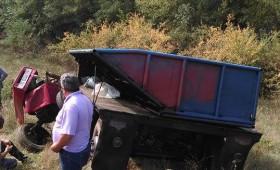 Tragedie la cules de struguri! Barbat strivit sub rotile tractorului
