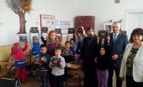 31 de tablete, donate elevilor de la Scoala Gimnaziala din satul  Lamotesti, comuna Milcovul