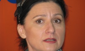 Senatorul Sorina Placinta explica pe blog de ce a plins in Parlament