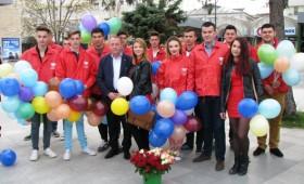 Flori si baloane in zi de sarbatoare din partea UNPR Vrancea