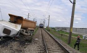 Tragedie la Putna Seacă: Camion spulberat de un tren de călători