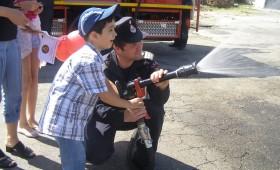 Copiii sarbatoriti de pompierii vranceni