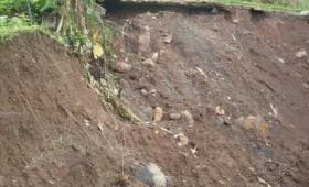 Alunecările de teren îi ţin în priză pe oficialii judeţului