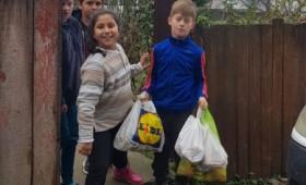 """Acțiune umanitară! Elevii Școlii """"Oana Diana Renea"""" au donat pentru copiii mai puțin norocoși"""