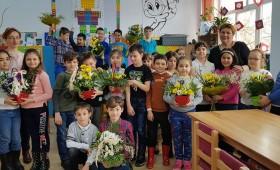 Școala altfel: Lumea minunată a florilor descoperită pe muzica lui Vivaldi