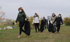 Suraia: Acțiune de ecologizare pe Lunca Siretului