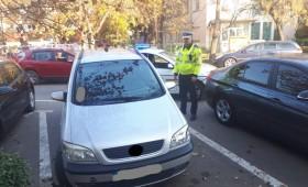 Suspecți pentru înșelăciune prinși la scurt timp de polițiști