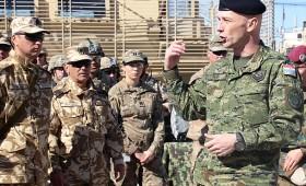 Întâlnire informală în Baza Militară Kandahar