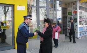 "Femeile ""sanctionate"" cu flori si felicitari"