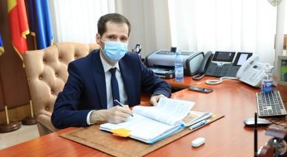"""Președintele CJ Vrancea a semnat contractele de proiectare și execuție pentru reabilitarea și amenajarea clădirii  """"Căprioara"""" din Crângul Petrești"""