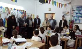 Vizită istorică la Școala Nr.3 din Focșani. Frați de peste Prut au dansat hora Unirii cu elevii