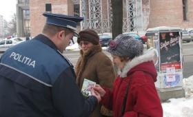 Mărţişoare şi felicitări de la poliţişti